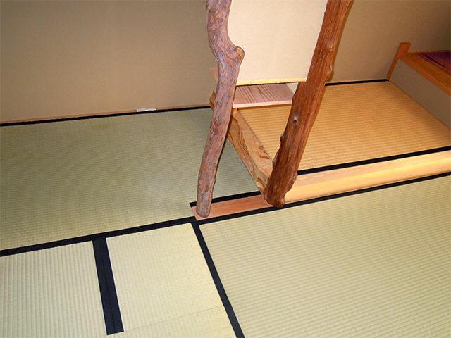 炉蓋畳と中柱の納まり