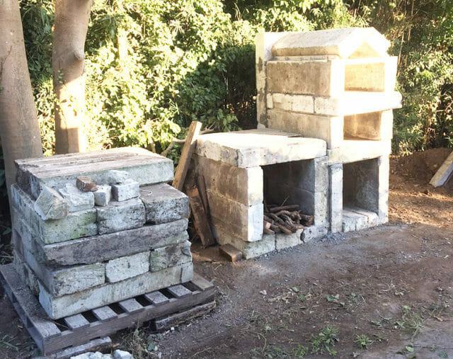 釜の横の部分バーベキュー台