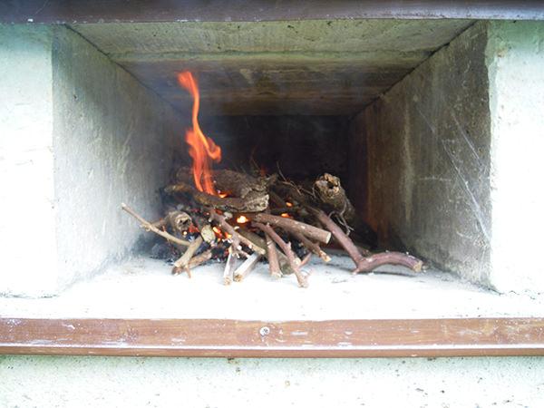 富津荘ピザ窯火入れ